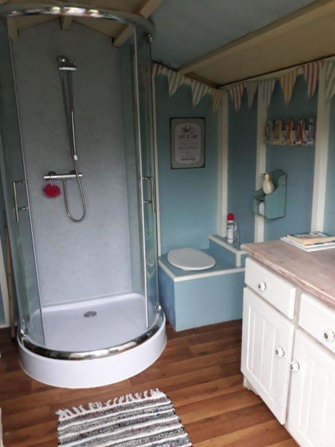 Cwt Gwyrdd Bathroom Hut Shower