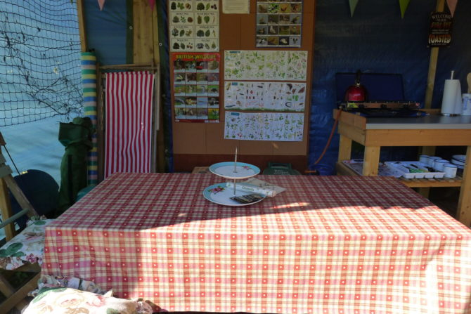 Cwt Gwyrdd Camp Kitchen Table