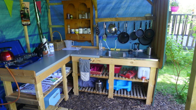 Cwt Gwyrdd Camp Kitchen Units and Sink